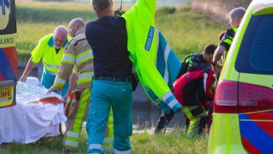 Photo of Brandweer redt vrouw uit IJssel bij IJsselbrug