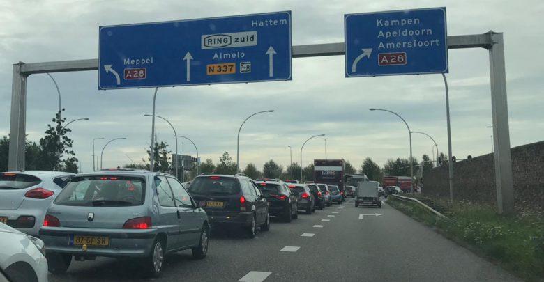 Photo of Chaos op verkeersplein Zwolle Zuid door werk aan de weg