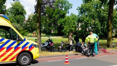 Photo of Scooter en fiets botsen op Van Roijensingel