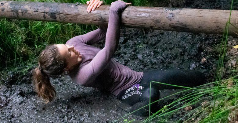 Photo of In beeld: Lekker onderdompelen in modder tijdens Zwolse Mudrun