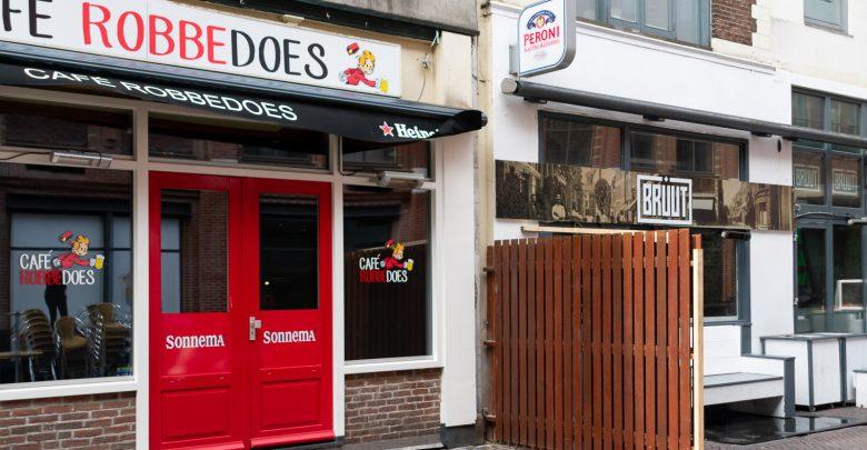 Photo of Brute schutting moet kroegbezoekers van elkaar scheiden in Voorstraat