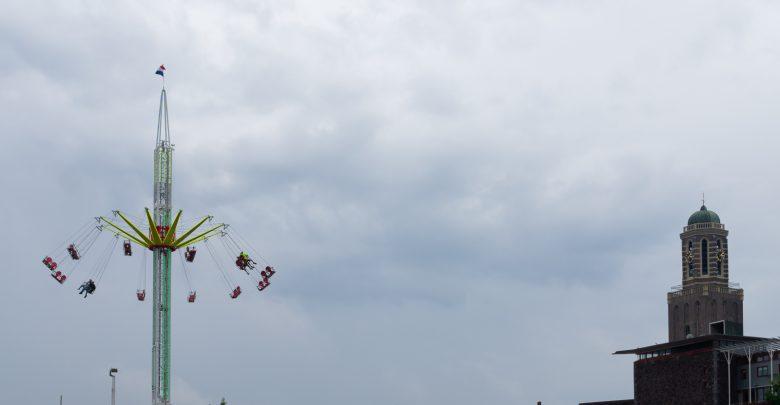 Photo of Kermis Zwolle geopend: 40 of 60 meter hoog door de lucht zweven