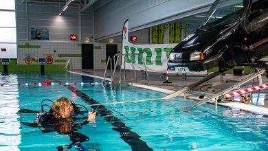 Photo of Auto te water in zwembad De Vrolijkheid