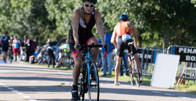Photo of In beeld: 600 deelnemers zetten prestatie neer bij Triathlon Zwolle