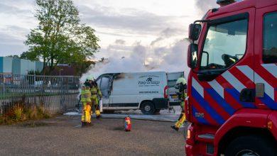 Photo of Bestelbus brandt volledig uit bij IJsselhallen