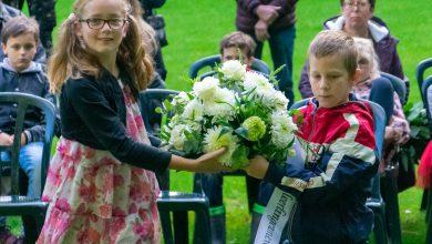 Photo of In beeld: Kinderen herdenken oorlogsslachtoffers op Engelse Werk