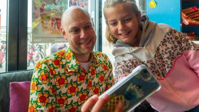 Photo of Jozua Douglas signeert boeken in Stadshagen