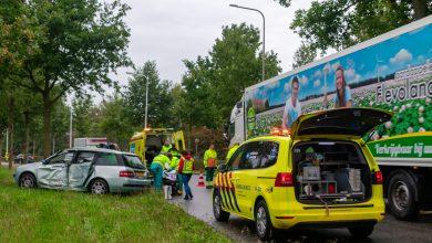 Photo of Auto vliegt uit bocht Zwartewaterallee; bestuurder gewond