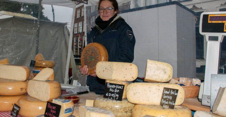 Photo of Nieuwkomer op de Zwolse warenmarkt vertelt over haar kraam