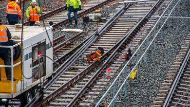 Photo of Ontspoorde trein bij station Zwolle weer op de rails