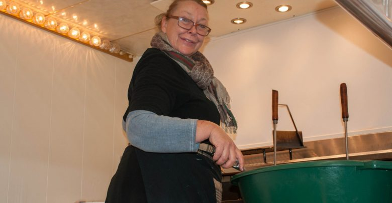 Photo of Annemarie Sipkema ziet al haar hele leven lang oliebollen