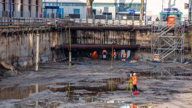 Photo of In beeld: Bouwput ter grootte van voetbalveld is klaar voor nieuwe fietsenkelder