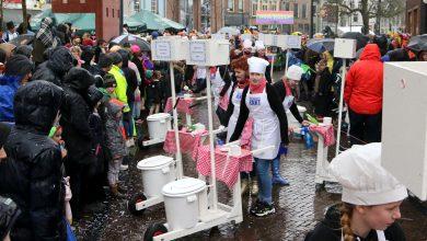 Photo of Carnavalsoptocht Sassendonk trotseert hoosbui