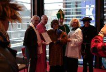 Photo of OZB reikt Blauwe Bal uit aan Tante Kippe
