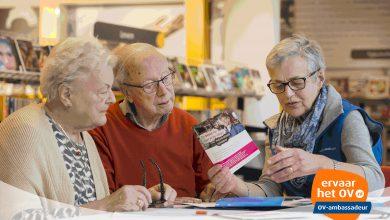Photo of Speciaal voor senioren organiseren OV-ambassadeurs een inloopspreekuur in Zwolle.