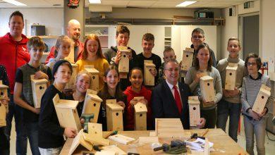 Photo of TAK College maakt 200 nestkastjes tegen eikenprocessierups