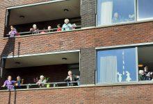 Photo of Harm Wolters bracht 'Tulpen uit Amsterdam' voor bewoners Nieuwe Haven Zwolle