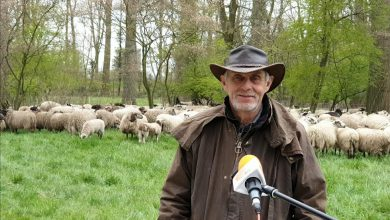 """Photo of Herder Tjitse: """"Hoe leuk we het normaal ook vinden dat je langskomt, zoek ons niet op!'"""