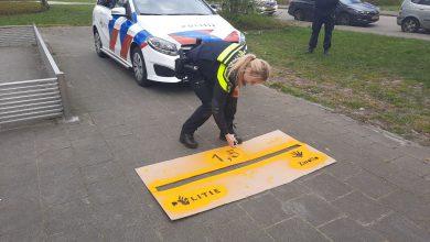 Photo of Politie Zwolle vraagt met fluorescerende verf aandacht voor 'hou 1,5 meter ..'