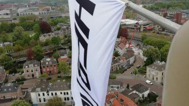 Photo of 'HEB LIEF' vlaggen wapperen op de Peperbus