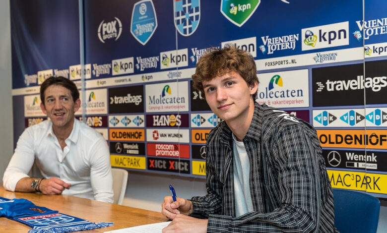 Photo of Rav van den Berg tekent eerste contract bij PEC Zwolle