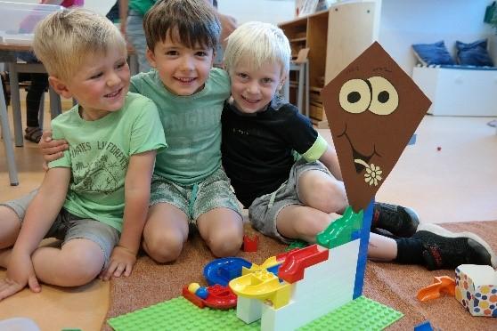 Photo of Kleuters Montessori Kindcentrum bouwen met een LEGO MASTER!