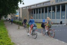Photo of VIDEO Middelbare school Carolus Clusius College herstart lessen met gezonde appel