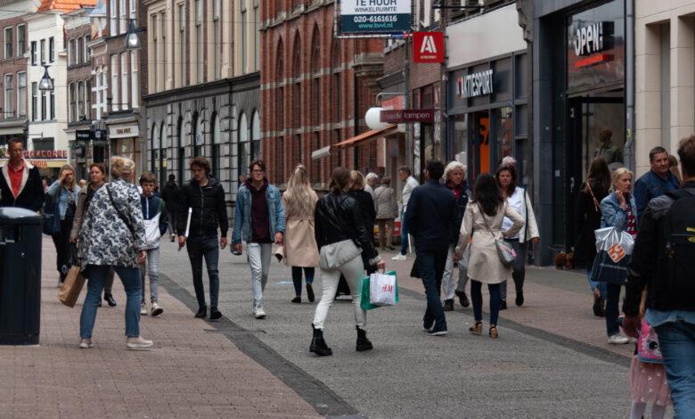 Photo of De 1,5 meter afstand vervalt: Zwolle schaft looproutes af