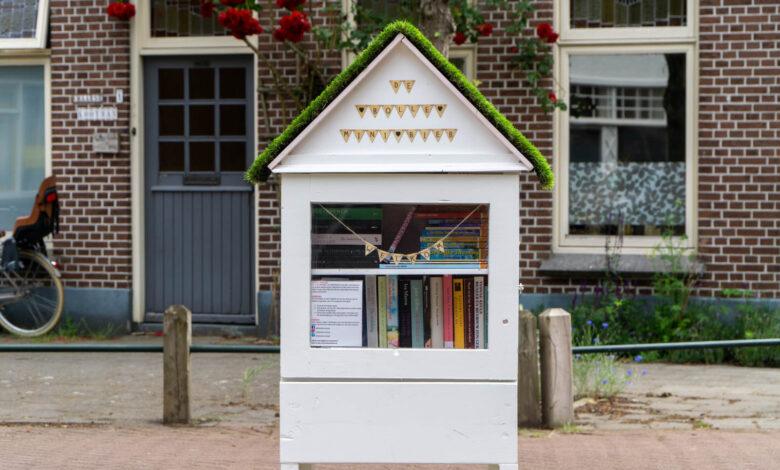 Photo of VVD Zwolle vult minibiebs met kinderboeken tijdens Kinderboekenweek