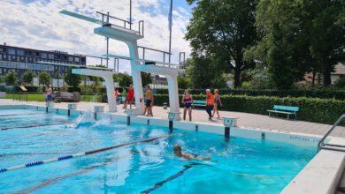 Photo of Eerste badgasten Openluchtbad Zwolle: 'Verlossend, zalig, heerlijk!'