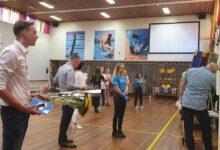 Photo of Feestelijk geslaagdendefilé voor examenleerlingen Van der Capellen scholengemeenschap