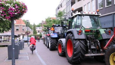 Photo of Boerenprotest rijdt na stop politiebureau, binnenstad Zwolle in