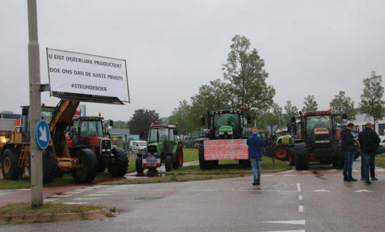Photo of Boze boeren blokkeren opnieuw distributiecentrum Albert Heijn