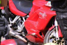 Photo of Motorrijder botst tegen stilstaande fietser in Hortensiastraat