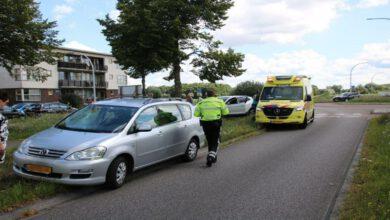 Photo of Fietser geschept door personenauto op rotonde Mastenbroekerallee