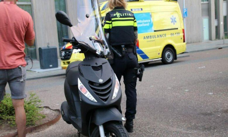 Photo of Botsing scooter en auto op de Werkerlaan