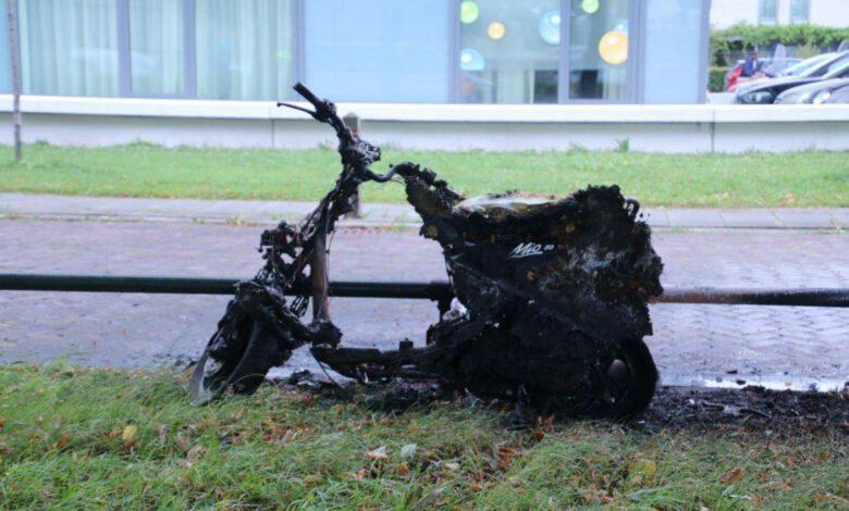 Photo of Scooter totaal in vlammen op