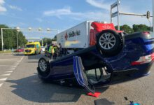Photo of VIDEO UPDATE – Auto over de kop op IJsselallee