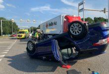Photo of VIDEO UPDATE – Auto over de kop op IJsselallee