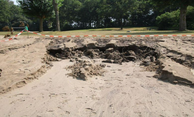 Photo of Stuk strand Wijthmenerplas weggeslagen
