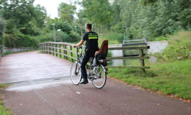 Photo of Gevallen fietser krijgt ritje naar huis