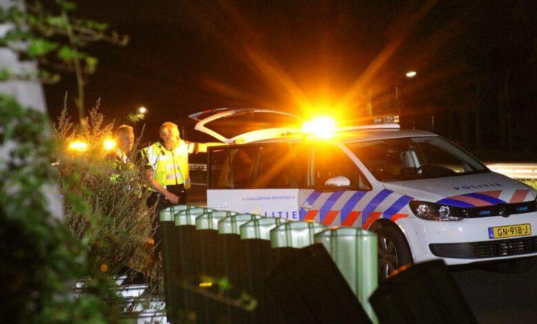 Photo of Bestelbus vol lachgas slaat tegen de vangrail bij Zwolle