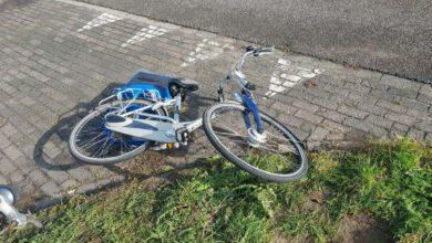 Photo of Overstekende fietser ziet auto over het hoofd