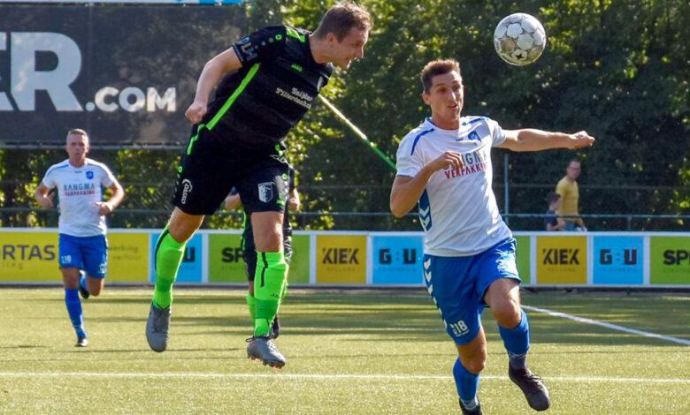 Photo of Berkum deelt punten bij Urk