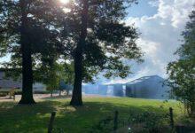 Photo of Rookwolken boven Aa-landen; schuur woonboerderij in de brand