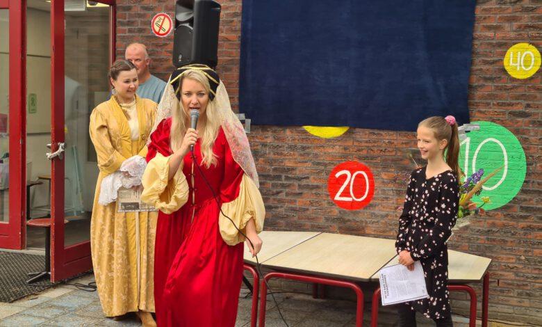 Photo of VIDEO – Het Carillon in Holtenbroek start Kinderboekenweek met tijdmachine en nieuw logo