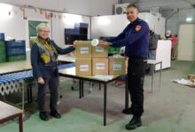 Photo of Veiligheidsregio IJsselland schenkt 500 rookmelders aan voedselbanken