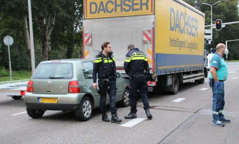 Photo of Personenauto botst achterop vrachtwagen op de IJsselallee