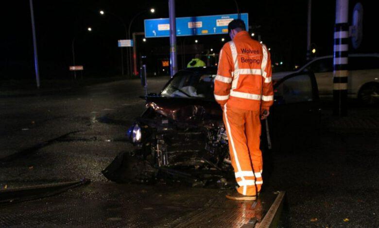 Photo of Auto rijdt door rood, flinke botsing op IJsselallee