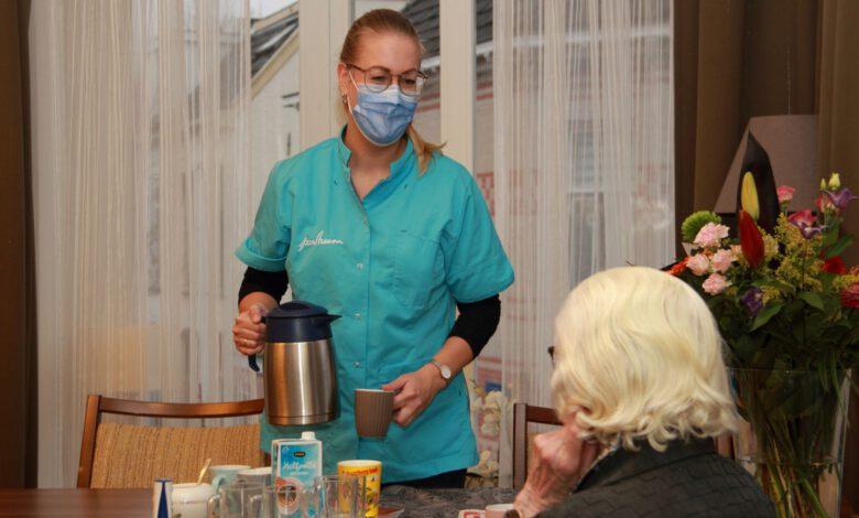 Photo of Horecapersoneel biedt helpende hand in ouderenzorg